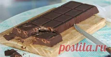 Домашний шоколад за 10 минут Домашний шоколад за 10 минут — это не миф, а реальность. Ингредиенты для шоколада найдутся в каждом доме, готовить его неприлично просто, а попробовав хоть раз даже маленький кусочек этого …