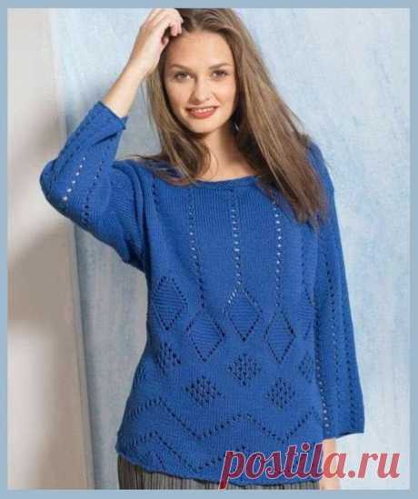 Синий пуловер с ажурными ромбами