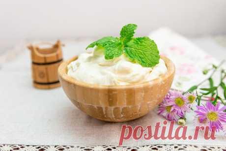 Самый вкусный иароматный сметанный крем Как приготовить сметанный крем для торта за несколько минут. Заварной сметанный крем, творожно-сметанный крем, масляно-сметанный. Как правильно выбрать продукты