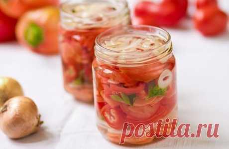 Овощной салат с помидорами, капустой, морковью и луком / Простые рецепты