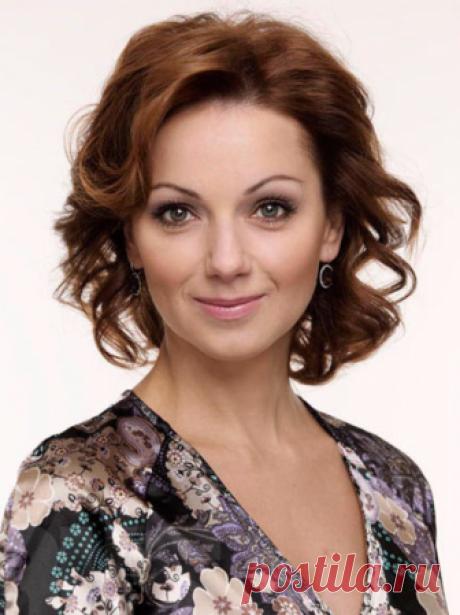 Ольга Будина Ольга Будина – российская актриса, певица, телеведущая, писательница и представительница благотворительных фондов.