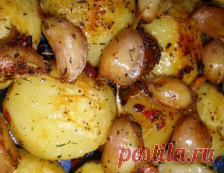 Запеченный острый картофель с чесноком – кулинарный рецепт