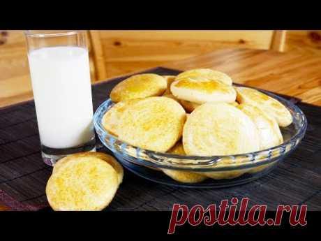 Молочные коржики знакомы всем с детства. Замечательная домашняя выпечка из простых и доступных продуктов. Готовить просто, а удовольствия принесут море. Такие коржики очень вкусны с молоком, какао или чаем.   Ингредиенты  Масло сливочное - 100 г Сахар (или сахарная пудра) - 200 г Соль - щепотка Яйцо - 1 шт. Молоко - 80 мл Мука - 400 г Сода - 1/2 чайной ложки Разрыхлитель - 1 чайная ложка Ванилин - щепотка