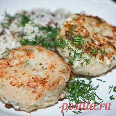 Вкуснейший рецепт ПП-котлет из тунца на 100грамм - 142.54 ккалБ/Ж/У - 19.39/3.58/8.65  Ингредиенты: 1 Банка тунца в собственном соку, можно использовать тунец который для салата. Яйцо-1шт Овсяные хлопья-3ст.л. Зелень по вкусу, у меня зелёный лук и свежий укроп.  Приготовление: Тунец перед приготовлением выбросить на дуршлаг, что бы лишняя жидкость хорошо стекла. Затем все ингредиенты с тунцом перемешайте и дайте 15 минут постоять, что бы овсяные хлопья разбухли. Не добавля...