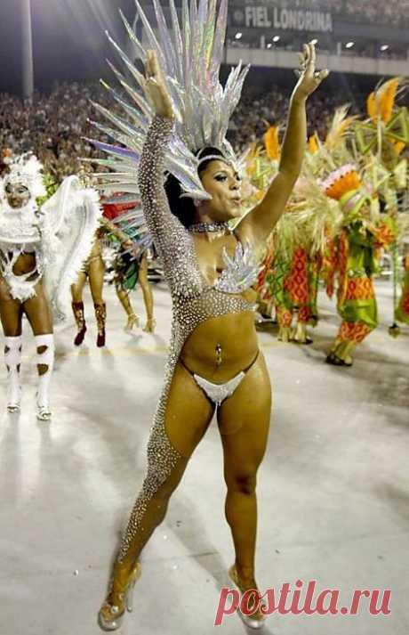 карнавал в Рио-Де-Жанейро. Бразилия