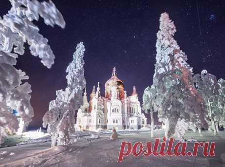 Белогорский монастырь. Автор фото: Сергей Сутковой. Спокойной ночи и хороших выходных!