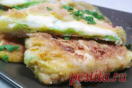 Конвертики из молодой капусты с сыром в панировочных сухарях, рецепт с фото пошагово и видео — Вкусо.ру