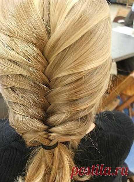 Чтобы волосы были шелковые, блестящие и легко расчесывались нужно раскрошить в шампунь таблетку аспирина (лучше растворимого). Волосы выглядят блестящими, легко расчесываются. Витаминные и эфирные добавки в маски, шампуни для волос в ваш обычный шампунь можно добавлять витамин Е, волосы перестанут выпадать и ломаться. Еще можно добавлять в шампунь различные эфирные масла, например для блеска волос хорошо лимонное масло, это особенно хорошо для жирных волос, волосы пачкаются медленнее.
