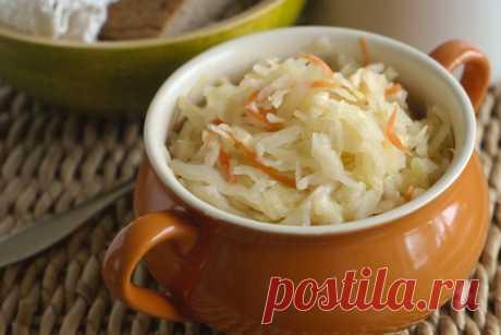 Что приготовить вкусное, используя квашенную капусту  Квашеная капуста — национальное блюдо многих стран, широко используется в салатах и гарнирах, полезна для здоровья и способствует правильному пищеварению. Конец осени всегда славится квашеной капусто…