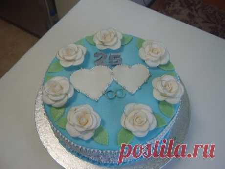 La torta para 25 años de la boda