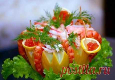 Салат из крабового мяса из дорогих салатов, но на  такой праздник как Новый год, свадьба или юбилей  вполне можно себе позволить. На праздничном столе  салат выглядит очень эффектно и вкусно.