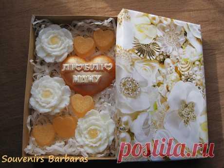 Сувенирный подарочный набор для Мамы!Мыло ручной работы:сердечки и пионы.Нежный женский аромат!
