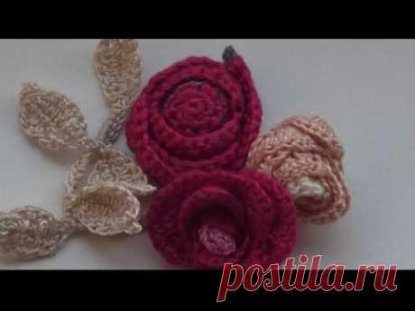 Вязаные розы крючком для броши