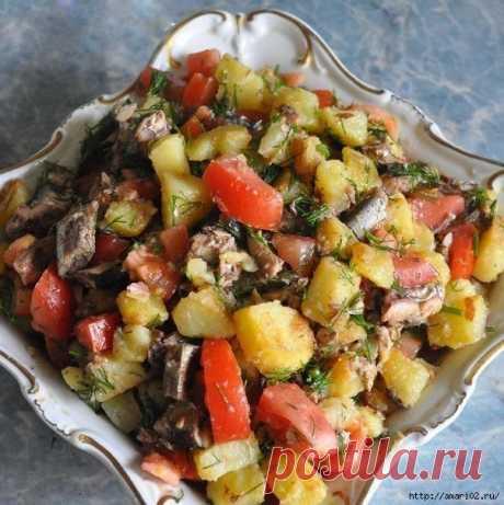 Простой и вкусный салат со шпротами.