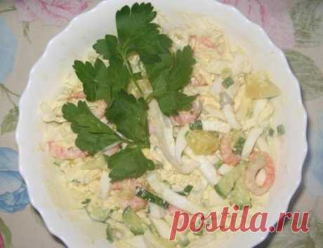 Salad from squids of shrimps with egg and pineapples recipe of preparation