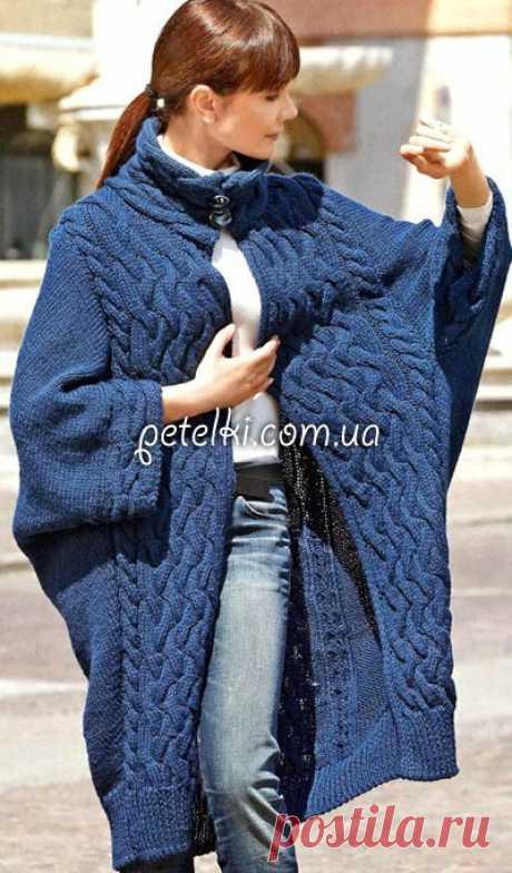 Пальто с объемными косами. Описание вязания, выкройка Замечательное пальто, подходящее для любой фигуры, благодаря своему свободному крою. Размер: 38 Вам потребуется: 1300 г серо-синей пряжи Mondial Merino Plus (52% мериносовой шерсти, 48% акрила. 125 м/100 г); прямые спицы № 5.5 и № 6; 2 пуговицы Двойная резинка: контрастной нитью