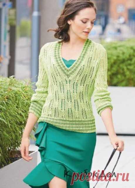 Пуловер с полосатыми планками