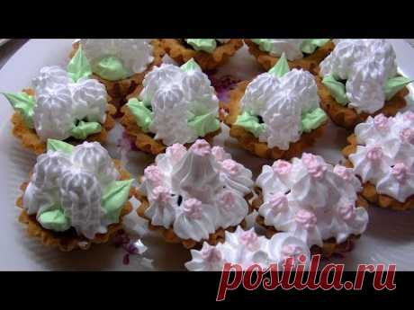 La crema belkovo-cocido, para el relleno y adornamiento.