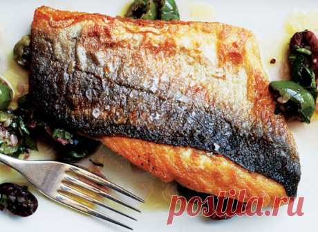 Как приготовить рыбу с хрустящей коркой     Новым этапом вашего становления в качестве первоклассного повара должен стать навык приготовления рыбы с хрустящей кожицей. Это мечта любого гурмана, без пяти минут деликатес, включающий в себя це…