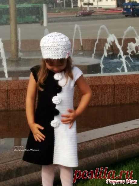 Очаровательное платье для девочки *Модница* связанное крючком