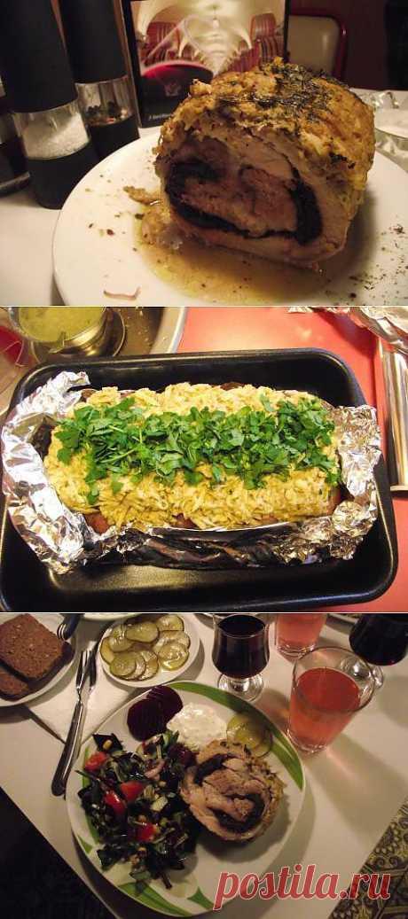 Идея праздничного ужина: свиной рулет с черносливом и салат | 4vkusa.ru