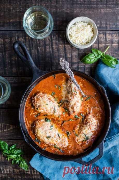 Куриные грудки с протертыми томатами и сыром