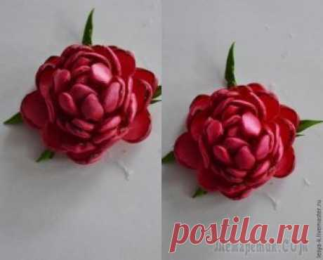 Very beautiful peony from tapes I Want to predstvit (author) a master class in creation of a small peony from tapes. For work it will be required: — satin ribbon of 25 mm; — scissors; — kleeevy gun; — candle; — preparation in the form of an asterisk and...