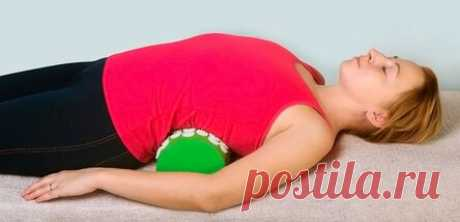 Быстрое и эффективное похудение живота по японски Противопоказания и полезные рекомендации. Нельзя выполнять упражнения с полотенцем, чтобы убрать живот, при наличии противопоказаний: грыжа межпозвоночных дисков; обострение хронических заболеваний внутренних органов, мышц, суставов и костей; травмы позвоночника. Убрать выпуклый живот по японской методике — не единственный путь. В йоге есть асаны, которые способствуют похудению, ускорению метаболизма.