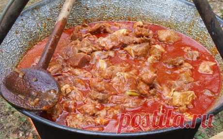 Невероятно вкусный суп «Бограч»    Бограч — блюдо венгерской кухни. Он легко готовится и получается очень вкусным и сытным. Изначально этот суп готовили сковтоводы, поэтому в нем много мяса и овощей.Суп очень похож на гуляш, но его …