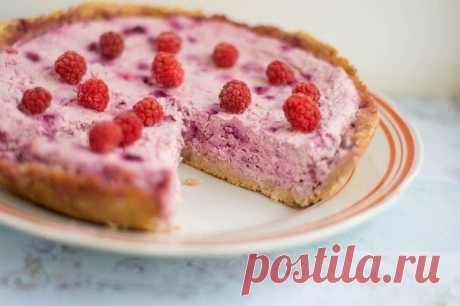 Творожный пирог с замороженными ягодами  Вкуснейший полезный пирог.  Вам потребуется:  Основа: 180 гр. пачкового творога; 70 гр. молотой овсяной крупы; 10 гр. отрубей; Ванилин; Стевиозид или подсластитель по вкусу.  Начинка: 1 яйцо; 360 гр. творога; 300 гр. смеси из замороженных ягод (у меня малина и смородина); Ванилин; Стевиозид или подсластитель по вкусу.  Как готовить:  1. Для основы все ингредиенты тщательно перемешать. Выложить в форму, сделать бортики. Поставить в д...