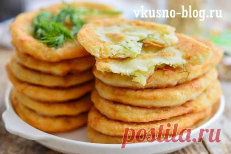 Thin fried potato pies on kefir