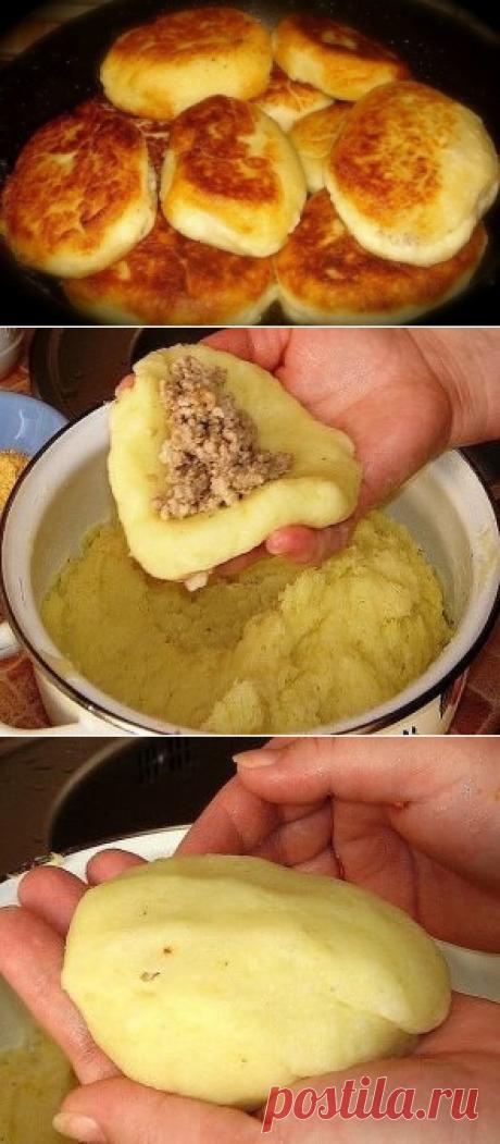 Картофельные зразы   =Ингредиенты:  500 гр-.нежирной свинины ;  1, 5 кг-картофеля;  1- луковица ;  50 гр.сливочного масла  1/2 стакана муки  100 гр.растительного масла для обжарки зраз  соль, перец - по вкусу