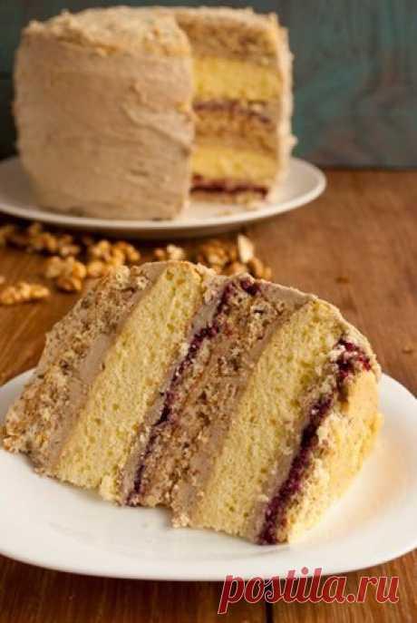 Ореховый торт с халвой.
