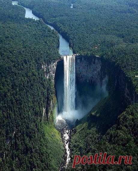 Водопад Кайетур, Гайана ...