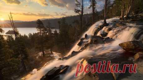 La cascada Eagle Falls sobre el amanecer. California, los EEUU. El autor de la foto – Sergey Lukankin: nat-geo.ru\/photo\/user\/49638\/