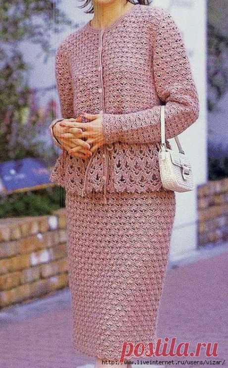 Бледно - розовый костюм крючком