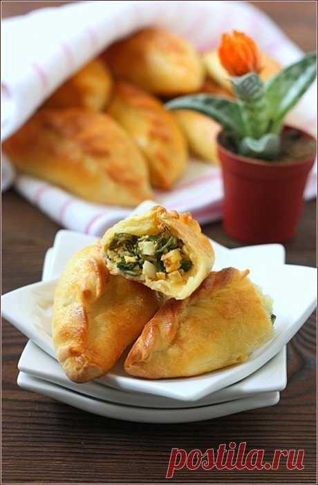Eggs and green onions pies