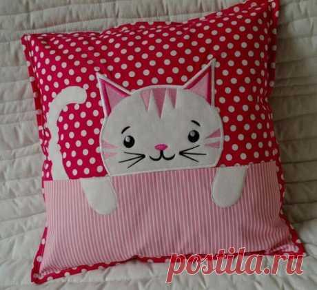Подушка с кошечкой