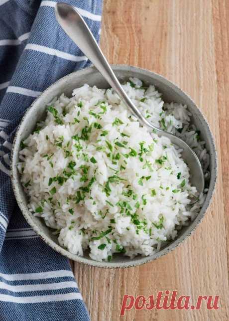 👌 Как сварить идеальный рассыпчатый рис - проверенный рецепт, рецепты с фото Это простой, надёжный метод, который всегда идеально работает в случае с длиннозернистым рисом. Вам не нужен мерный стакан, рецепт как таковой, или даже определённое соотношение во...
