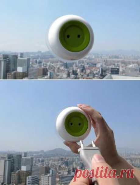 Переносная розетка на солнечной энергии заряжается она на оконном стекле. Такое изобретение уже нашло миллионы поклонников по всему миру. Экологично и экономно. Подойдет для мест, где много солнечного тепла.