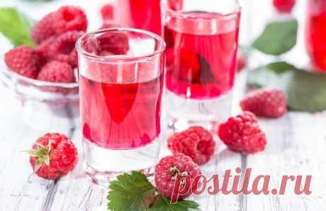 РЕЦЕПТЫ МАЛИНОВОЙ НАЛИВКИ С САМОГОНОМ, ВОДКОЙ И БЕЗ ДОБАВЛЕНИЯ АЛКОГОЛЯ    Наливка – довольно известный и многими любимый алкогольный напиток, к тому же повсеместно использующийся в лечебных целях. Ну а какая же ещё ягода как не малина может похвастаться таким волшебным в…