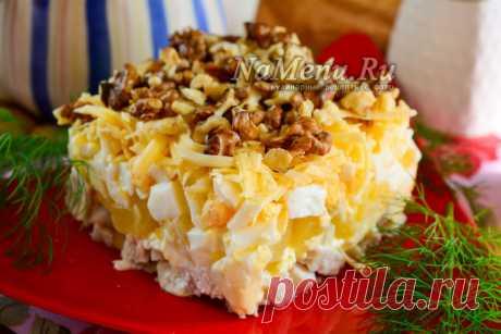 Салат с курицей и ананасом, классический простой рецепт с майонезом