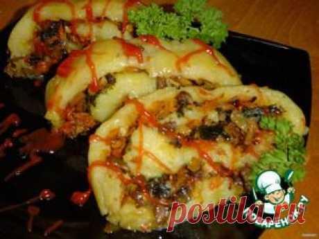 Постный картофельный рулет с грибами и овощами - кулинарный рецепт       Картофельное пюре (для картофельного теста) — 700 г     Крахмал (для картофельного теста) — 3 ст. л.     Лук репчатый (начинка) — 250 г     Морковь (начинка) — 250 г     Грибы свежие (начинка) — 250 г     Соль (по вкусу)     Зелень свежая — 20 г