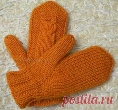 Двойные рукавички Совы. Как вязать Хорошенькие, а главное, очень теплые рукавички, связанные спицами. Почему теплые? Да потому что они двойные.  Вам потребуется: Пряжа для ручного вязания. Мягкая, слегка пушистая пряжа с верблюжьей шерстью в составе подходит для вязания как взрослым, так и детям. Вес мотка: 100