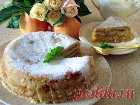 Болгарский яблочный пирог «3 стакана». Изумительно вкусный    Результат превзойдет все ваши ожидания!          Этот удивительно вкусный, нежный яблочный пирог с манкой является блюдом болгарской кухни. Если вы сейчас вдруг подумали: «Как это так, печь пирог и…