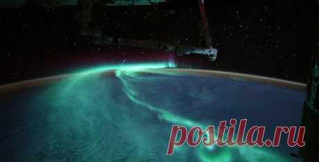 Полярное сияние под полной луной. Астронавт МКС сделал новые уникальные снимки Земли