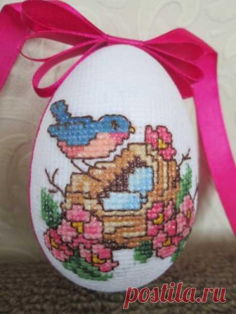 Вышитые пасхальные яйца