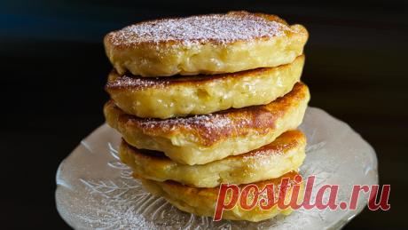 Оладьи с яблоками на кефире Этот простой рецепт нежных и воздушных яблочных оладий нравится всем: как взрослым, так и детям. Процесс приготовления оладий очень прост. Это отличный вариант завтрака для всей семьи.