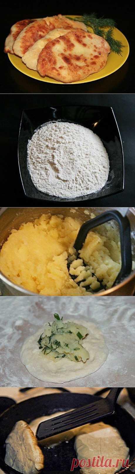 Тонкие пирожки с картошкой и сыром.