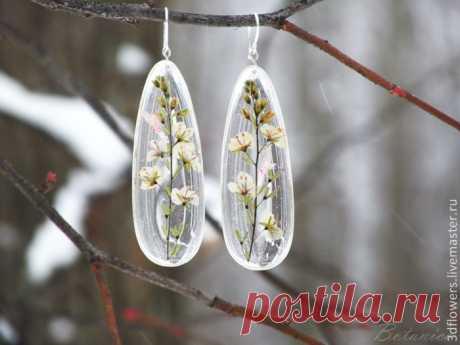 Прозрачные украшения без молдов из эпоксидной смолы и сухоцветов — Сделай сам, идеи для творчества - DIY Ideas
